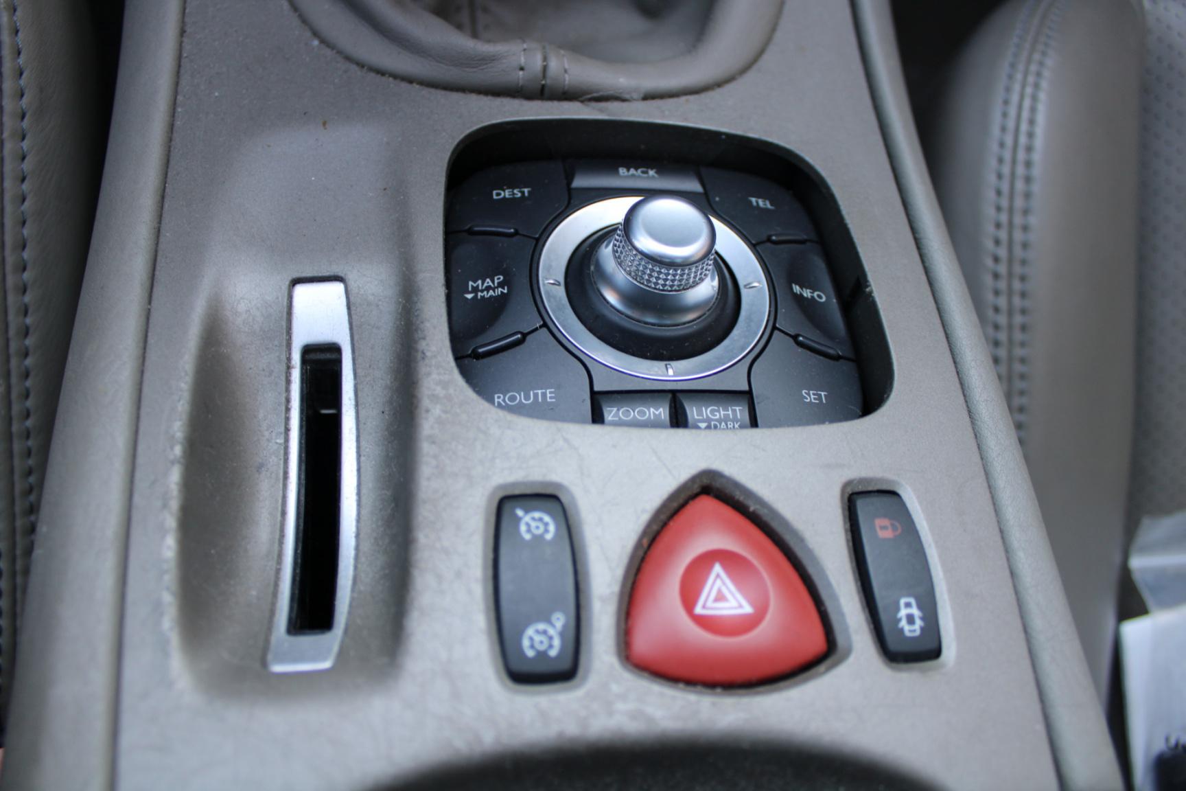 Renault-Vel Satis-12